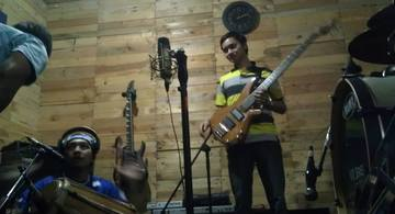 Beat My Axe, by Hariring on OurStage