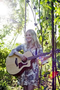 Ba Da Dum , by Sarah Bella on OurStage